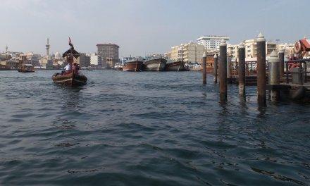Cruzando Dubai Creek en abra
