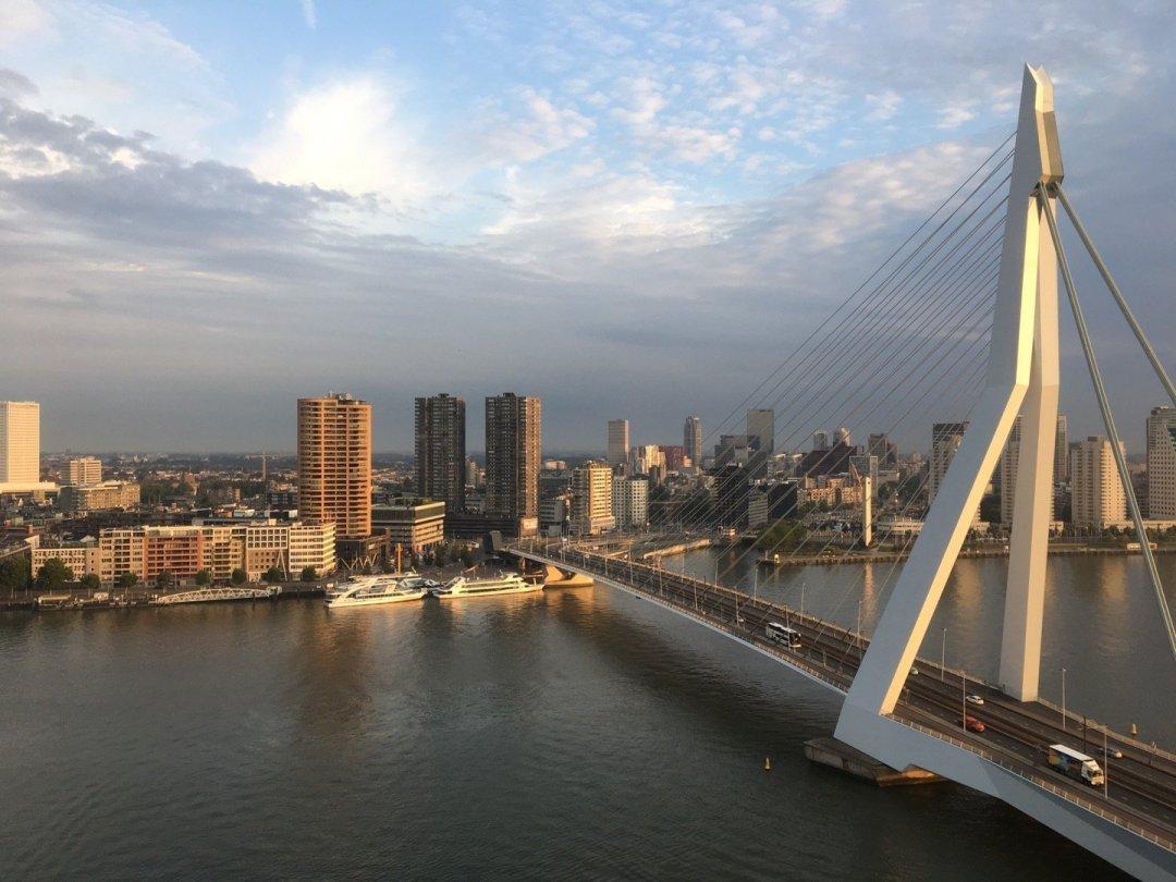 Erasmusbrug desde el hotel nhow Rotterdam