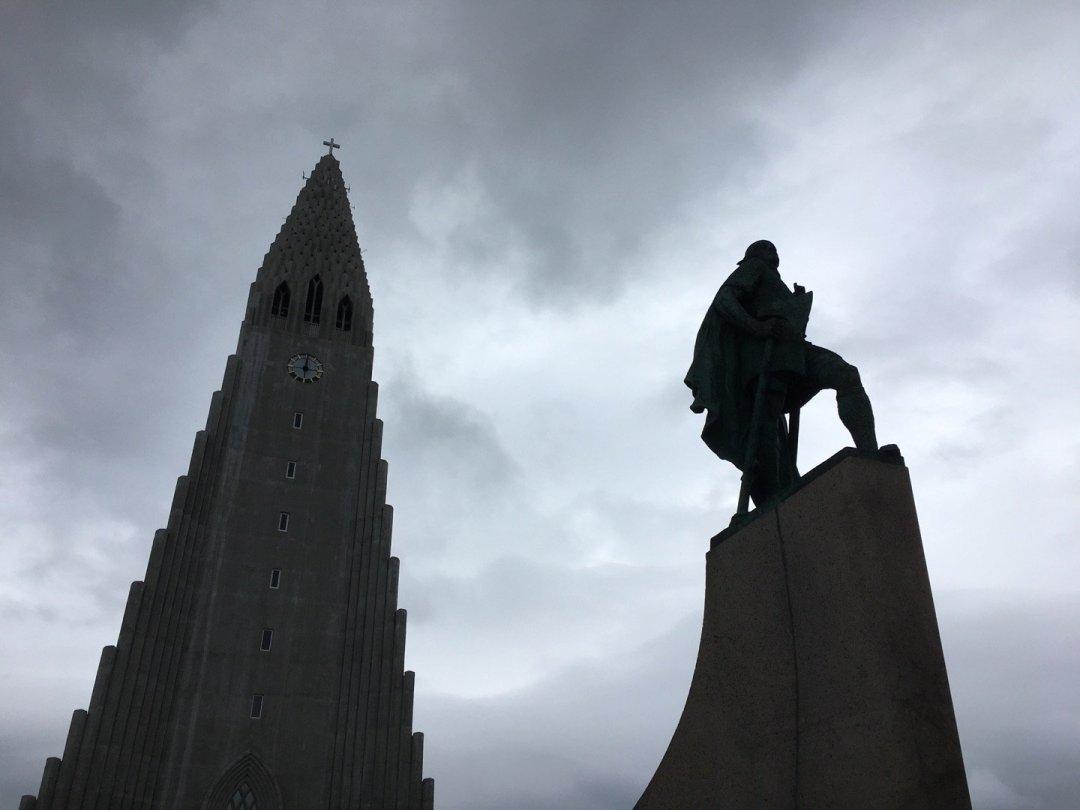 Hallgrímskirkja y estatua deLeif Erikson
