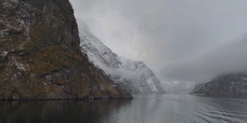 El Nærøyfjord desde las inmediaciones del Beitelen