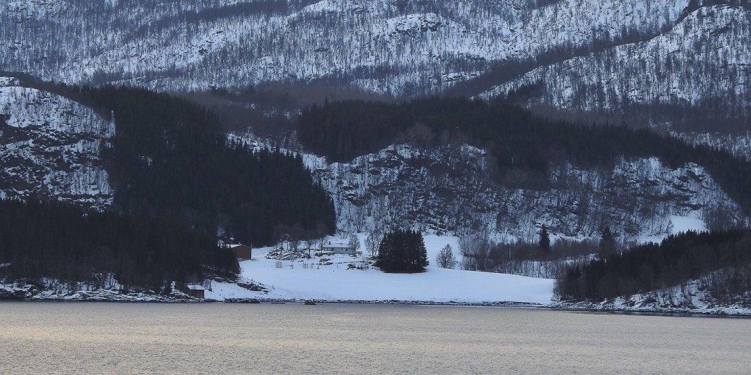 Skogshamn en la isla de Dyrøya
