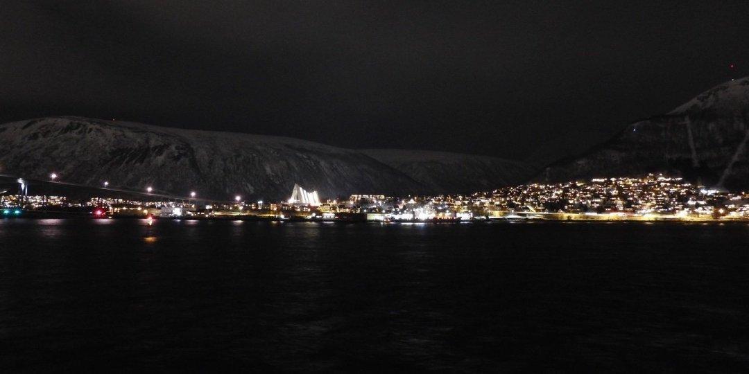 Vista nocturna de Tromsdalen