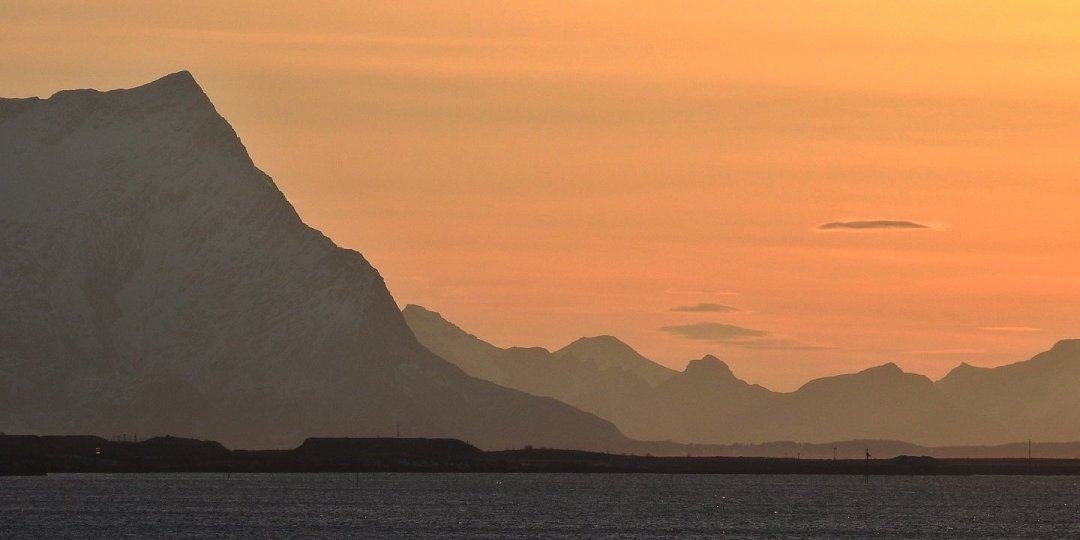 Zarpando de Bodø al atardecer