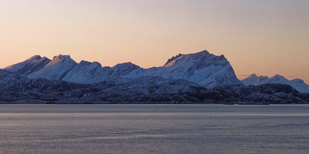 Amanecer en el Skardsfjorden
