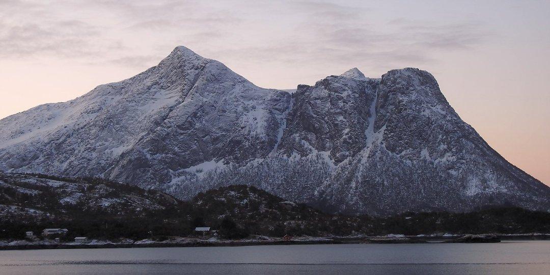 Monte Risnestinden al amanecer