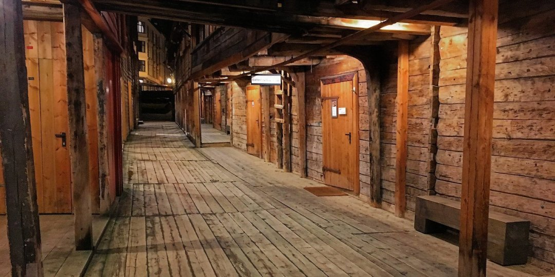 Callejón de madera en Bryggen