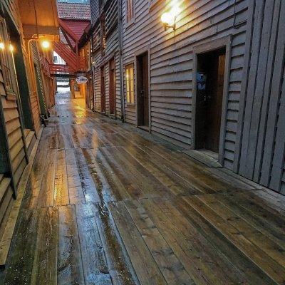 Suelo empapado en Bryggen
