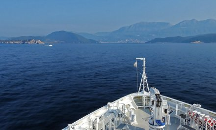 Navegando por las Bocas de Kotor