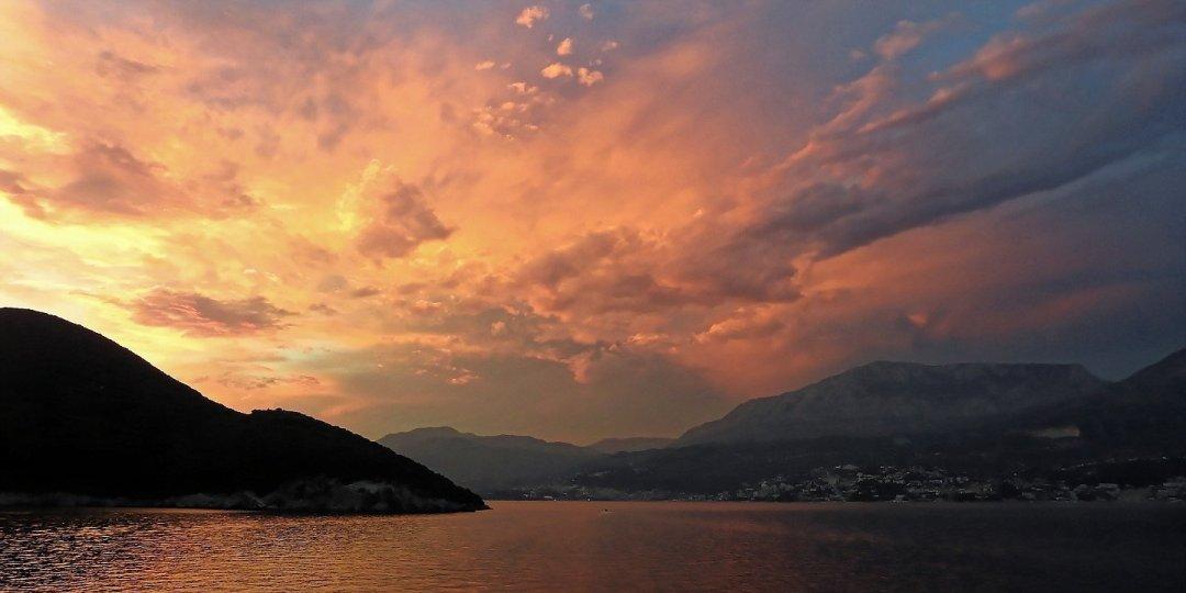 Atardecer en las Bocas de Kotor