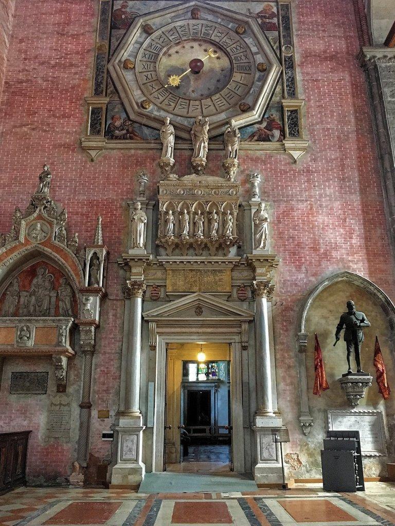 Entrada a la capilla del Rosario