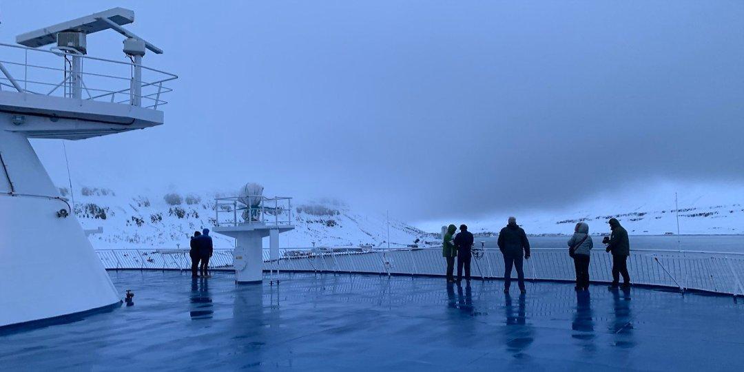 En la cubierta 9, llegando a Seyðisfjörður
