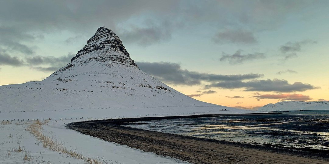 Kirkjufell y orilla del Grundarfjörður