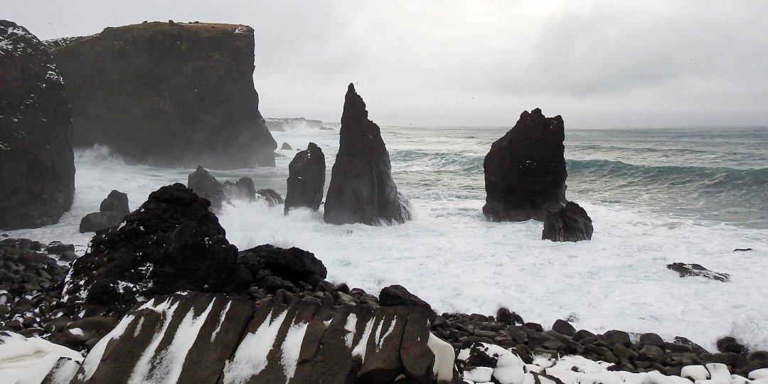 Valahnúkur y la costa hacia Staðarberg