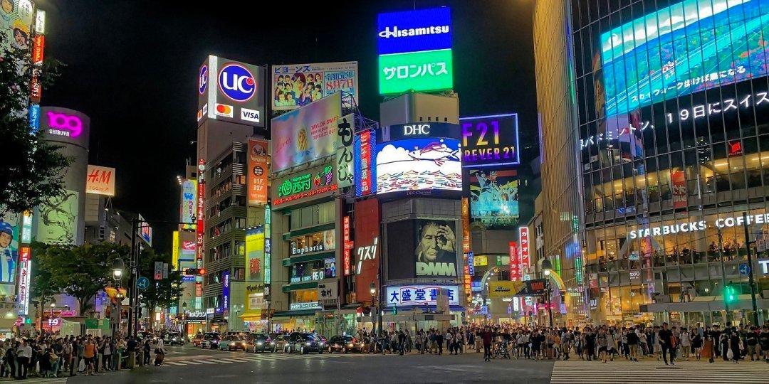 Cruce de Shibuya por la noche