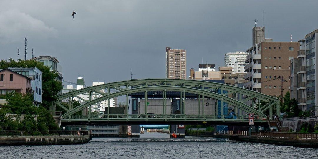 Puente Mannen y compuertas del río Onagi