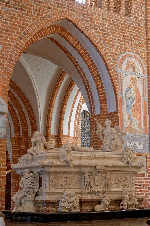 Sarcófago de Federico IV