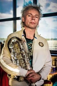 Boris embraces his deQuelery Custom. Photo: Ruud Roelofsen