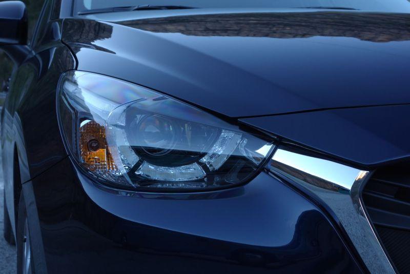 Mazda 2 2015 Frontscheinwerfer Mitternachtsblau LED-Scheinwerfer