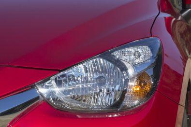 Mazda 2 2015 Frontscheinwerfer Rubinrot