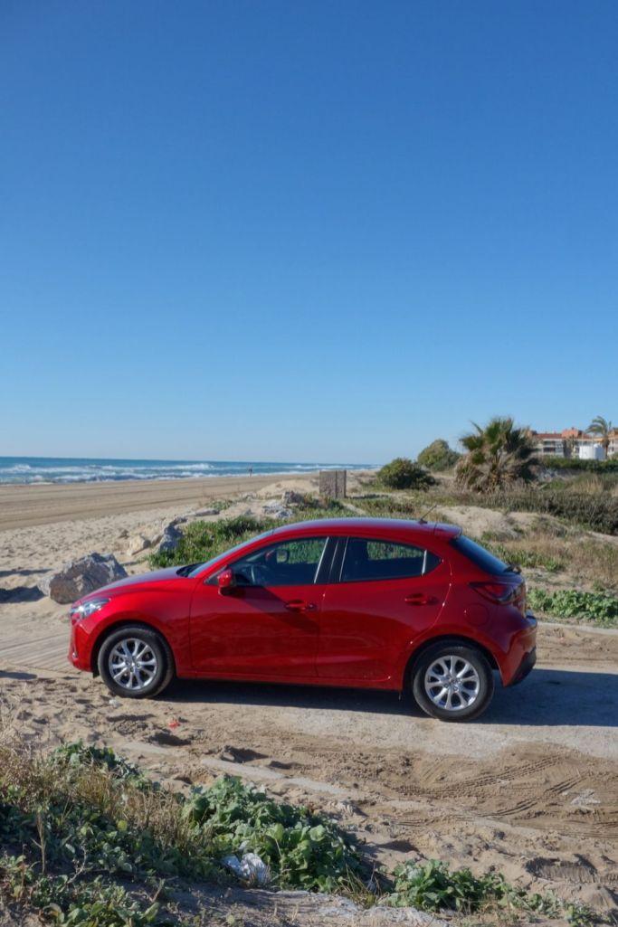Mazda 2 2015 Seite Rubinrot