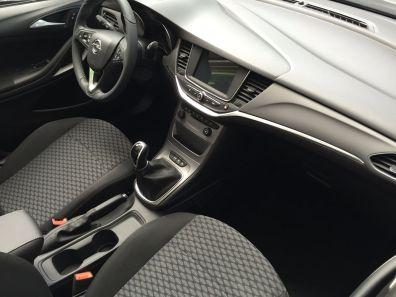 Opel Astra Innenraum 2015