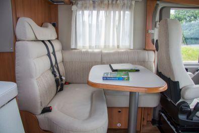 Hymer ML-I 2015 - Sitzecke mit beweglichem Tisch
