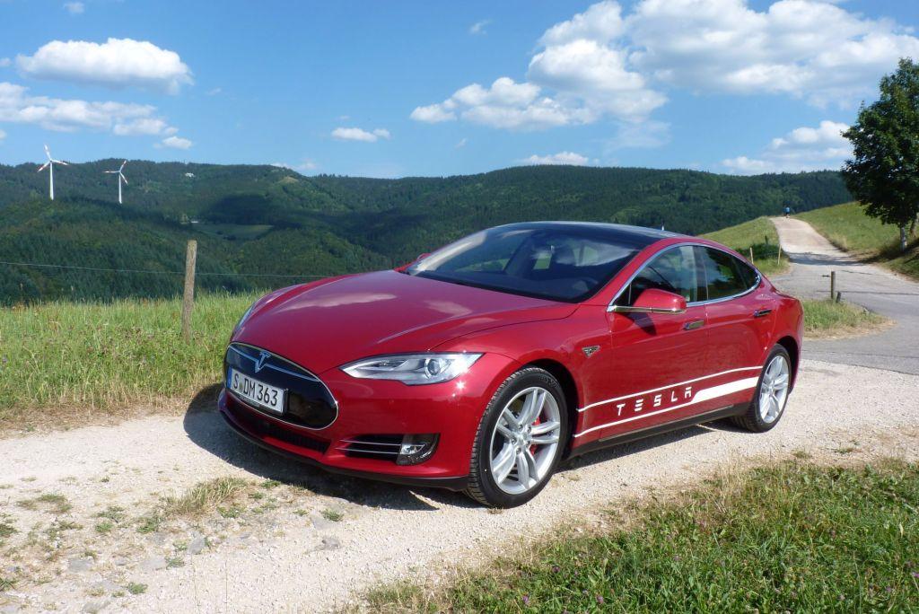 Tesla reagiert beleidigt: Model S mit Crashproblemen