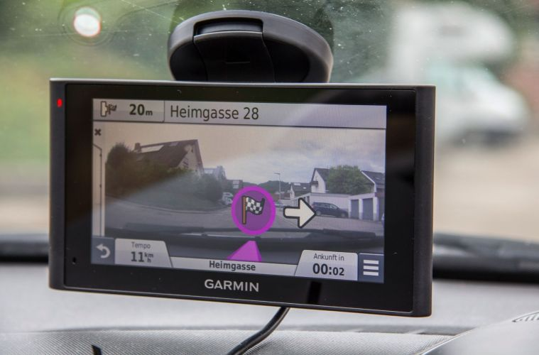 navi mit integrierter dashcam garmin n vicam im test. Black Bedroom Furniture Sets. Home Design Ideas