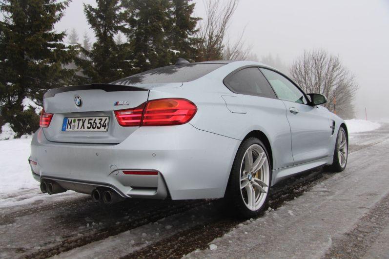 BMW M4 2016 Heck Schnee