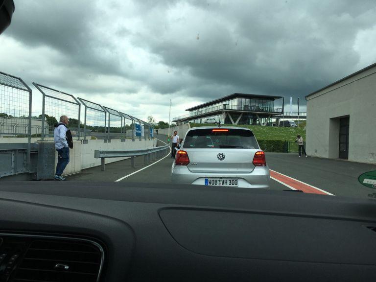 Wilde Fahrt mit heißen Volkswagen auf dem Bilster Berg