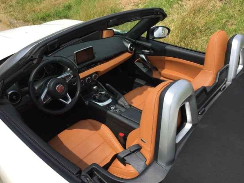 Fiat 124 Spider Cabrio Fahrersitz
