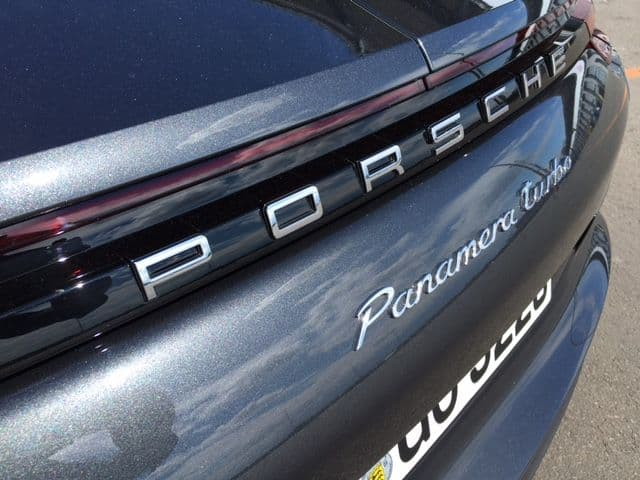 Porsche Panamera Schriftzug