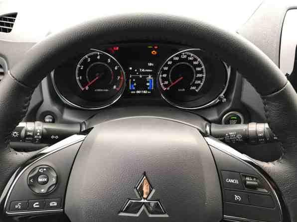Mitsubishi ASX Lenkrad/ www.der-autotester.de