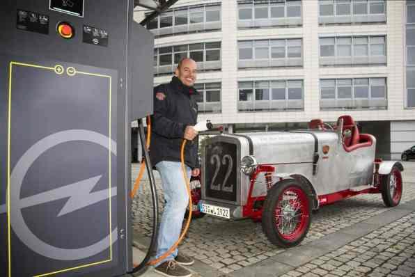 """Karl-Heinz """"Charly"""" Bosch und sein Loryc Electric Speedster"""