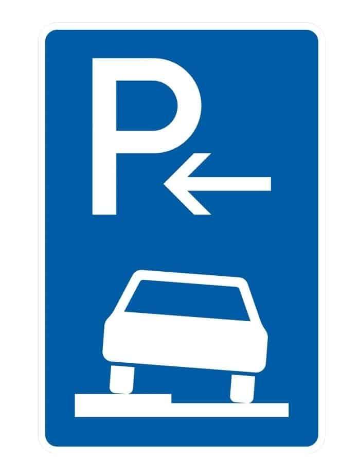 Viele SUV dürfen nicht auf dem Gehweg parken