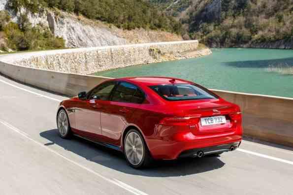 Der XE S mit V6 Kompressor und 280 kW/380 PS kostet mindestens 56.760 Euro.