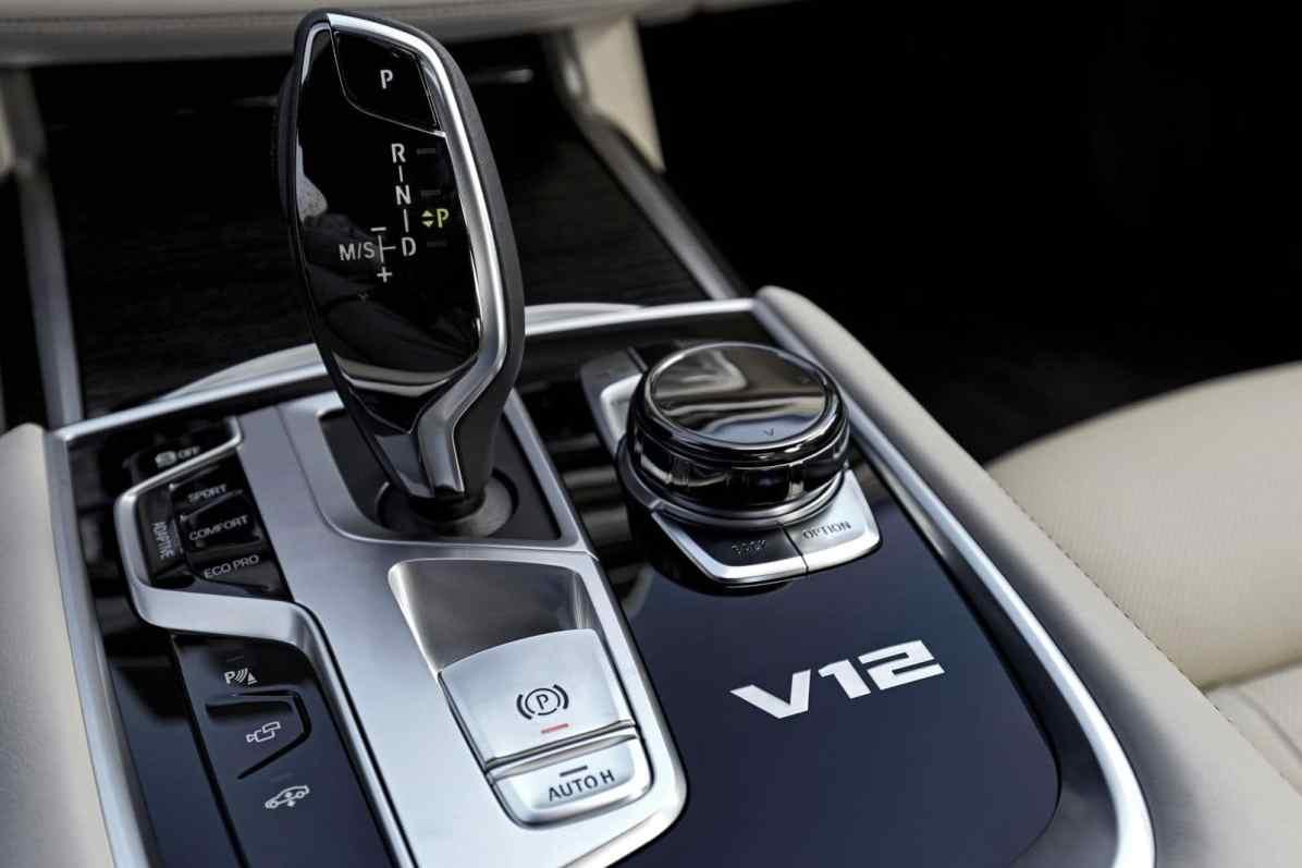 BMW M760Li xDrive Mittelkonsole