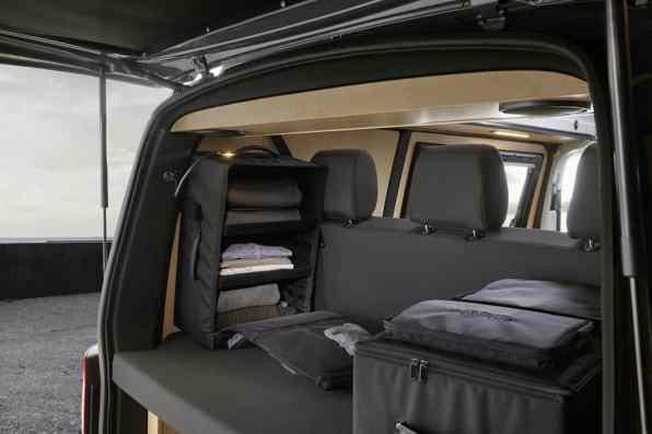 Custom-Bus Camper mit herausnehmbaren Kleidertaschen