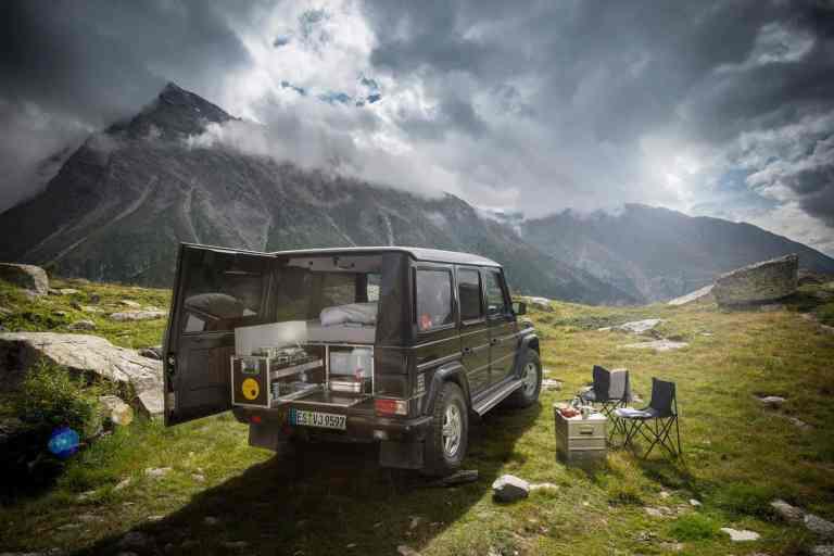 Geländewagen wird zur Camping-Koje