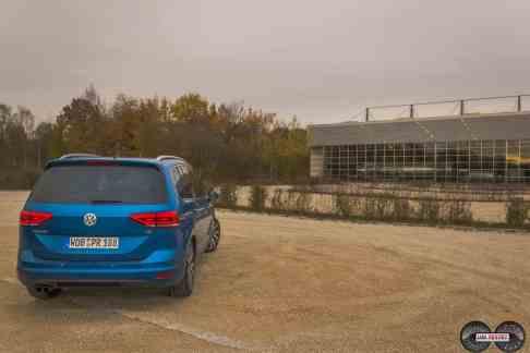 VW Touran Heckansicht Caribeanblau