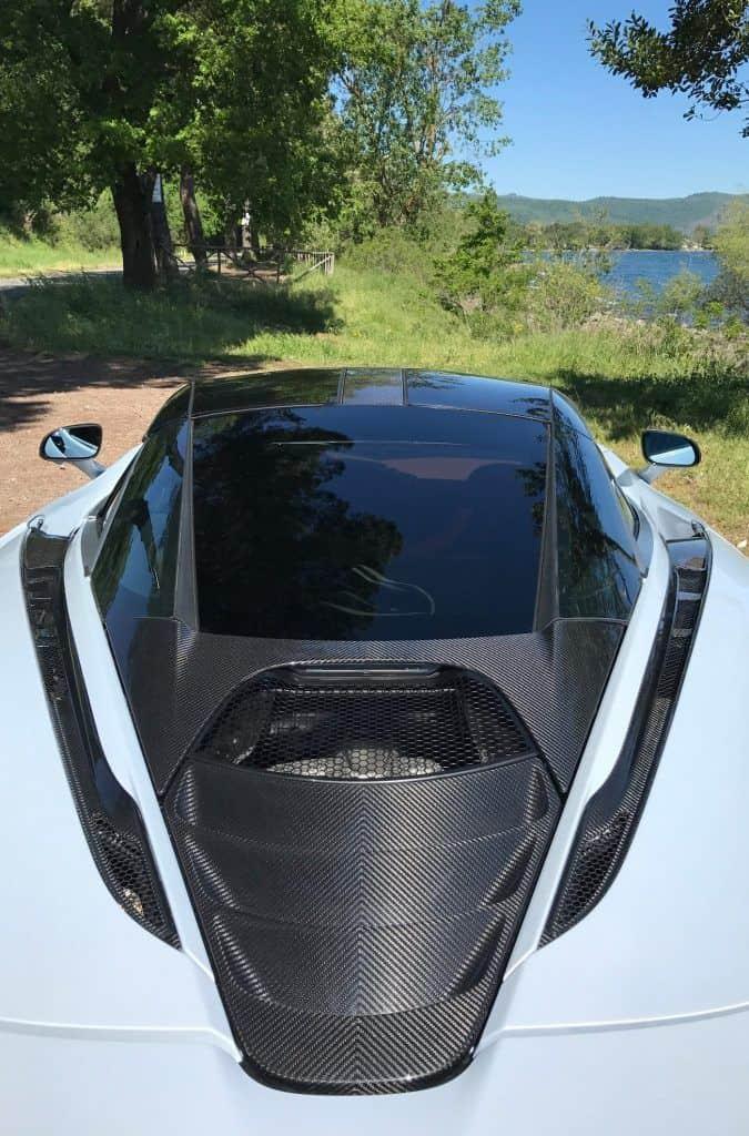 Blick auf Motorraum McLaren 720S