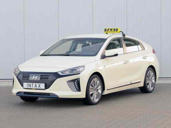 Hyundai Ioniq Hybrid in Taxi-Ausführung.