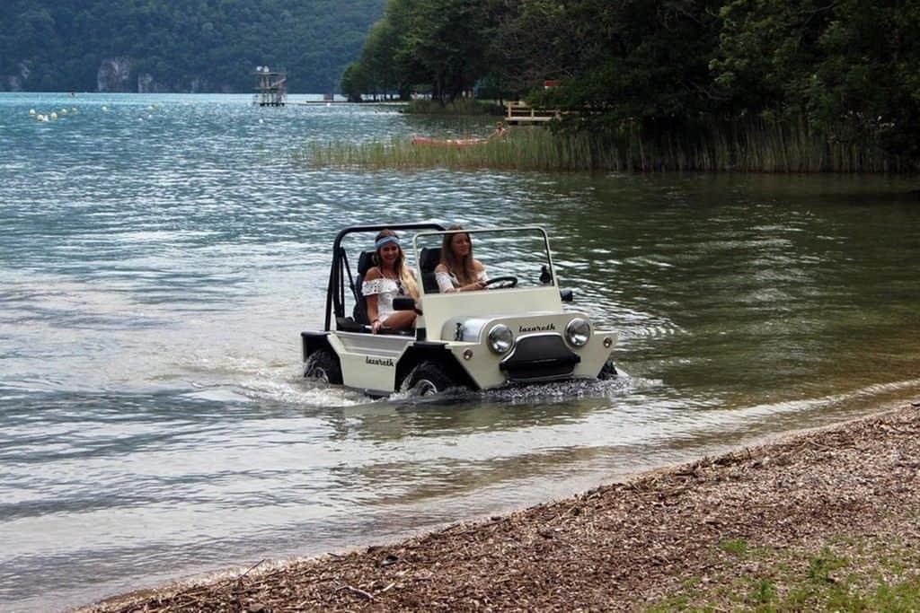 Mit dem Mini Moke ins Wasser