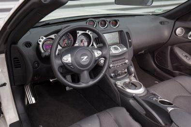 "Nissan 370Z Roadster als limitiertes Sondermodell ""RS"" Cockpit"