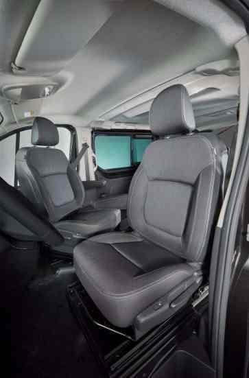 Nissan_NV300_mit_FlexVan_Umbau_von_MobiTEC