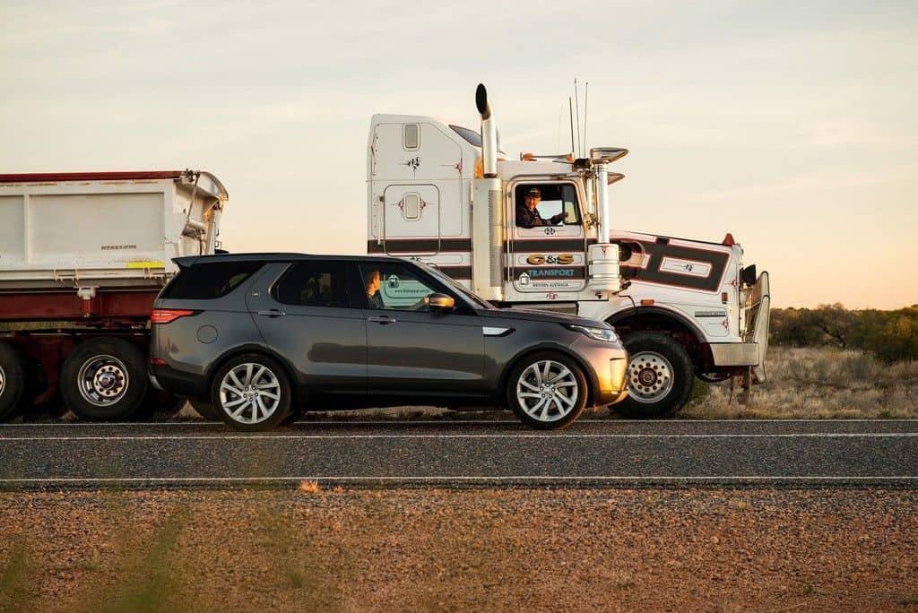 Land Rover Discovery zieht und zieht und zieht und...