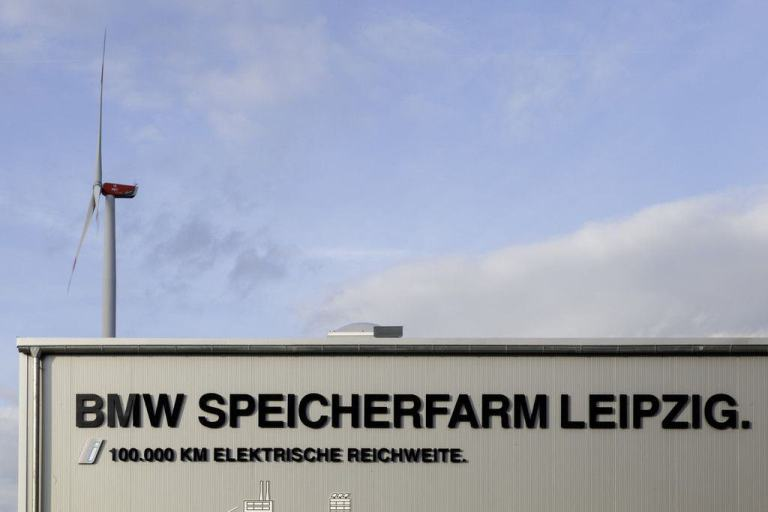 BMW feiert 100 000sten i3 und nimmt Speicherfarm in Betrieb