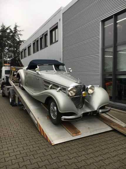 Kienle Automobiltechnik soll für ein südostasiatisches Königreich zwei Mercedes-Benz 600 Pullman von 1971 und 1973(im Hintergrund) sowie einen Mercedes-Benz 540 K Spezial-Roadster, Baujahr 1936 (rechts), und ein Mercedes-Benz 540 K Cabriolet A, Baujahr 1937 (links) restaurieren.