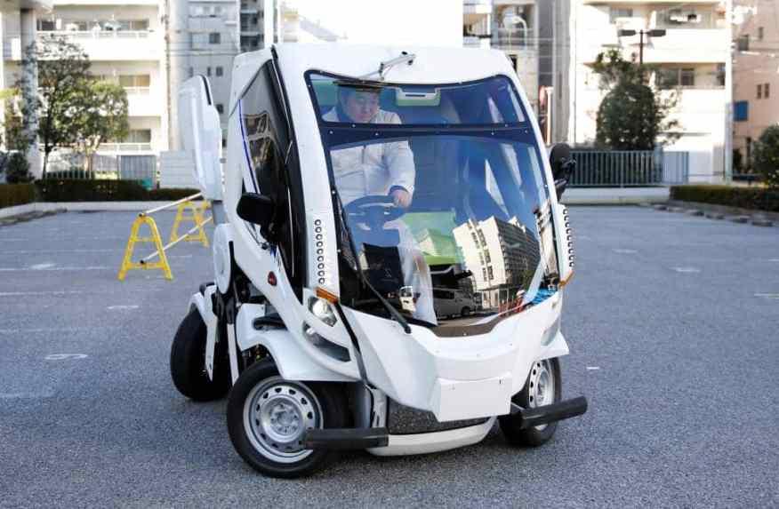Earth-1 japanisches Faltauto aufrecht