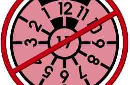 rosa Prüfplakette für die Hauptuntersuchung